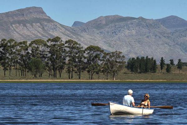 Rowing on the dam at Bartholomeus Klip